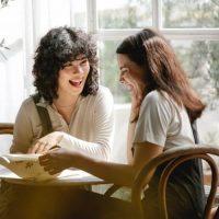 相手の気持ちに寄り添う「共感力」とは?親身になって話せる素敵な大人への第一歩