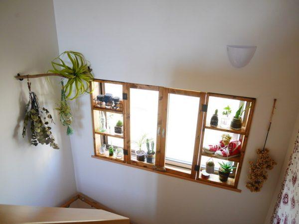 出窓に設置するシンプルな窓枠