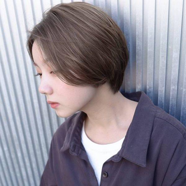 透明感のある前髪なしショートヘア