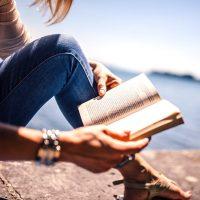 本の世界に没頭できる長編小説のおすすめ20選。一人時間はゆっくり名作文学を愉しもう