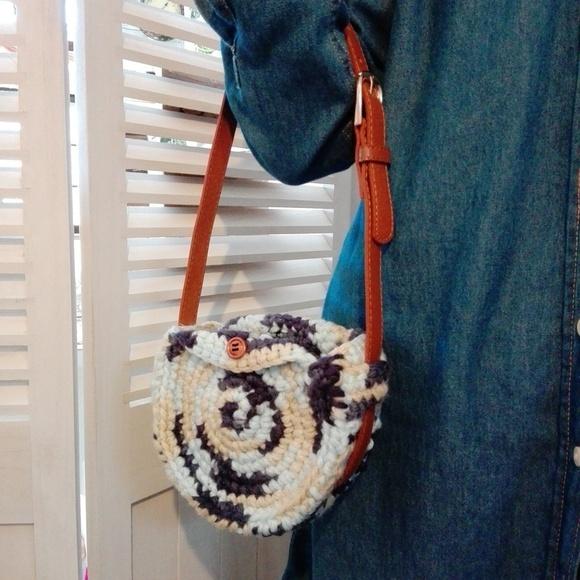 100均アイテムで作るバッグの編み方