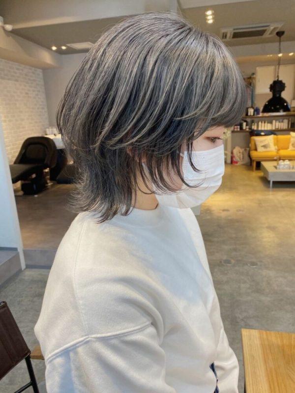 韓国ヘア風のブリーチ×グレーカラー