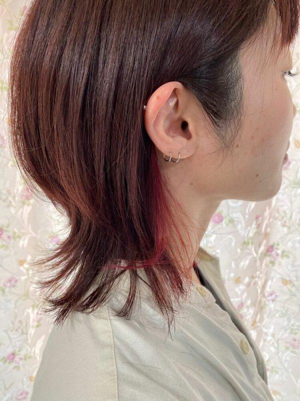 耳周りのチラ見えが◎赤系インナーカラー