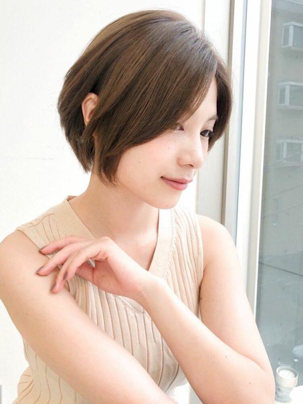 シンプルなきれいめショートヘアスタイル