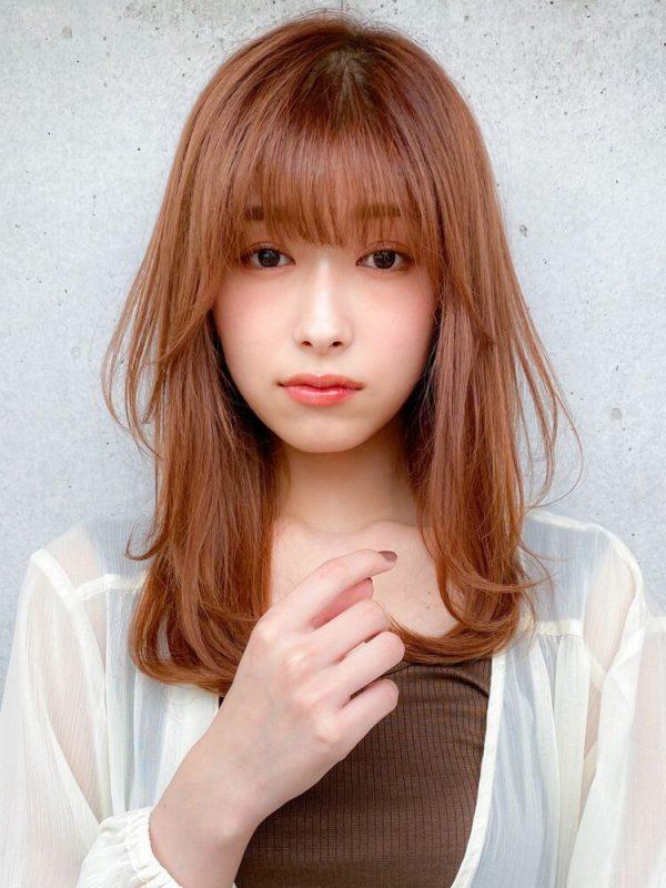 夏カラー×レディースミディアムの髪型