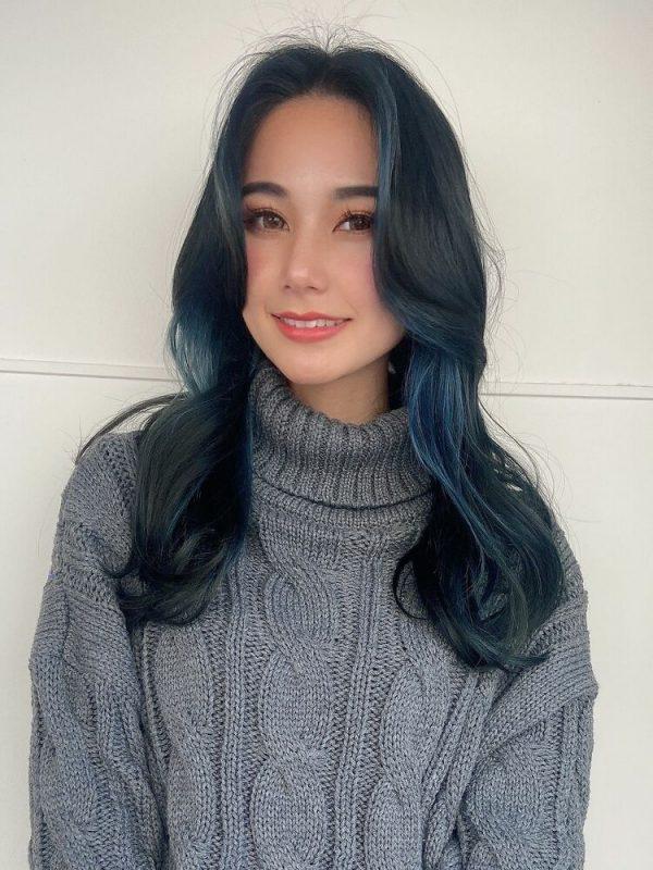 韓国風ロングにも合うブルーのインナーカラー