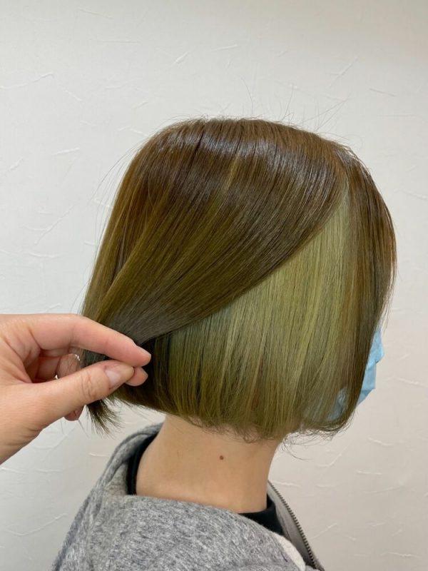 マット系でベース髪に馴染む緑インナーカラー