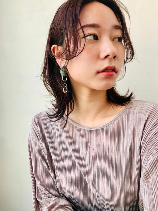 ハッシュカットの前髪なし韓国風ミディアム