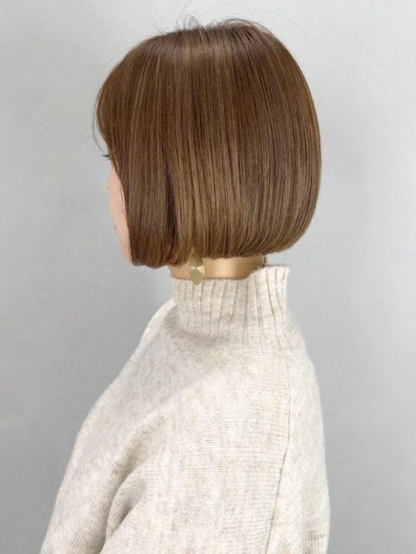 切りっぱなしボブ×ライトブラウンの髪色