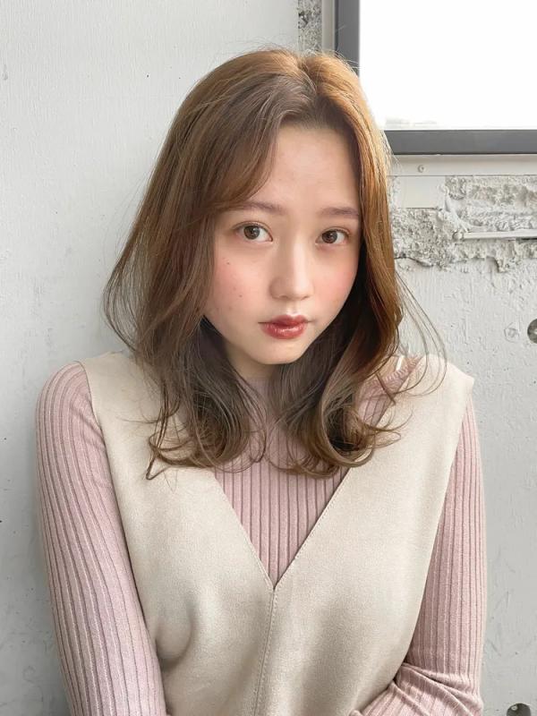 ふんわり分け目のゆるふわ韓国風ミディアム