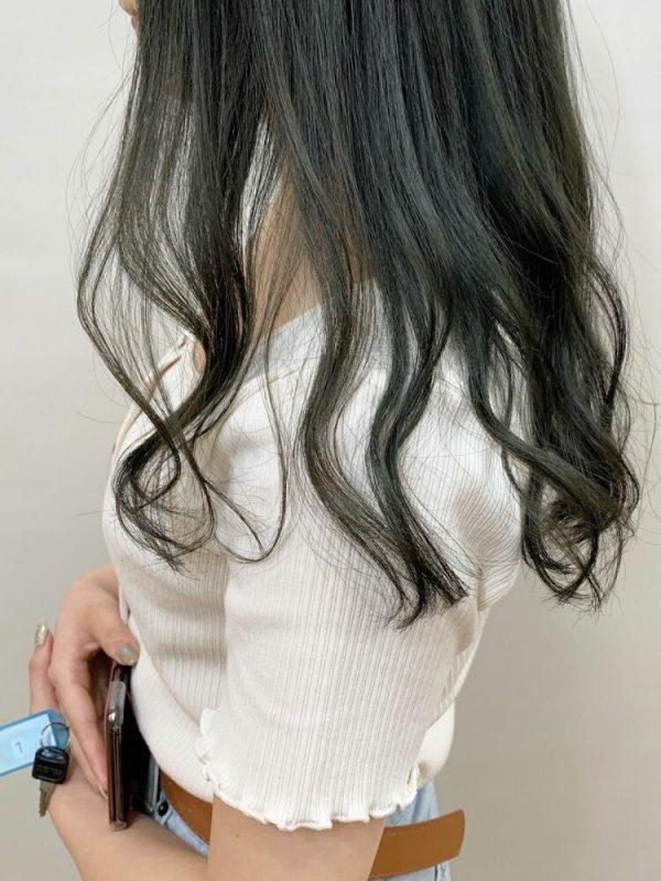 おしゃれな艶髪×オリーブアッシュの髪色