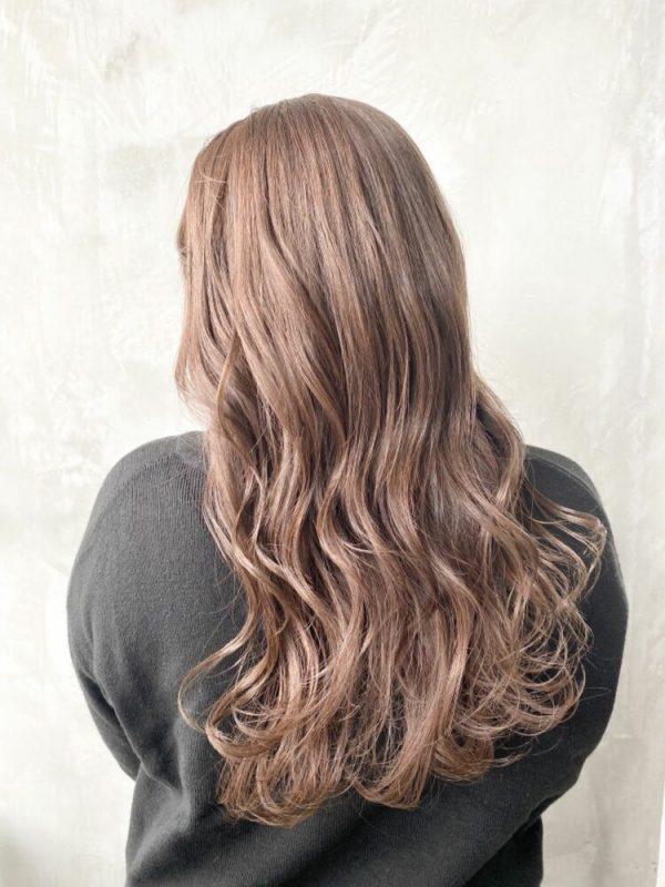 ロング×ハイトーンライトブラウンの髪色