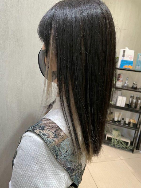 黒髪ロング×ホワイトシルバーインナーカラー
