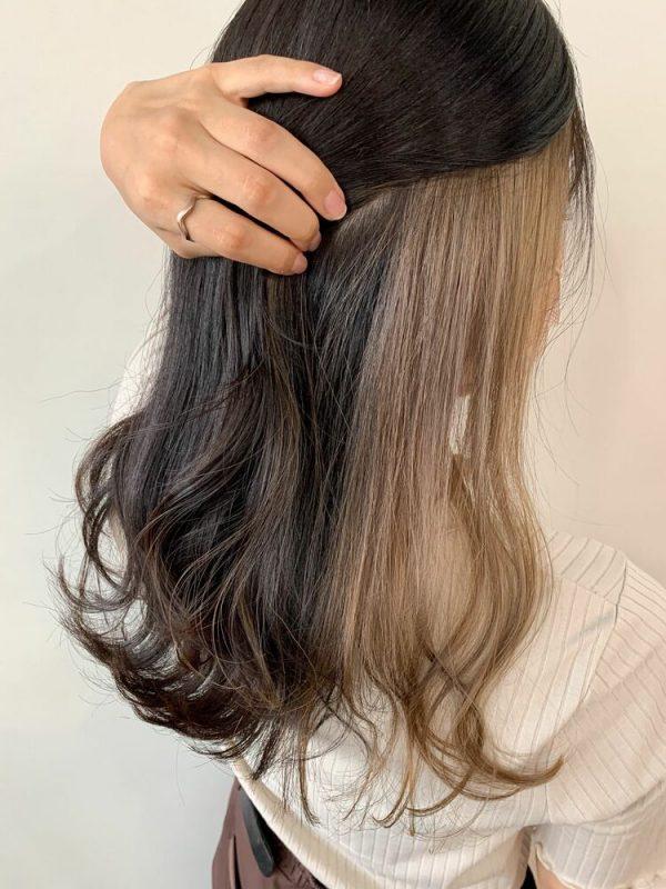 黒髪パーマロング×グレージュインナーカラー