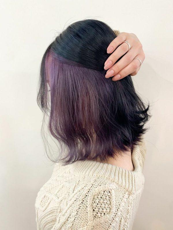 やわらかさがあるインナーカラーの髪型