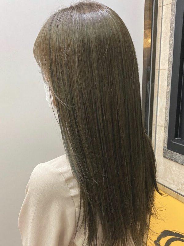 黒髪ロング×オリーブグレージュインナーカラー