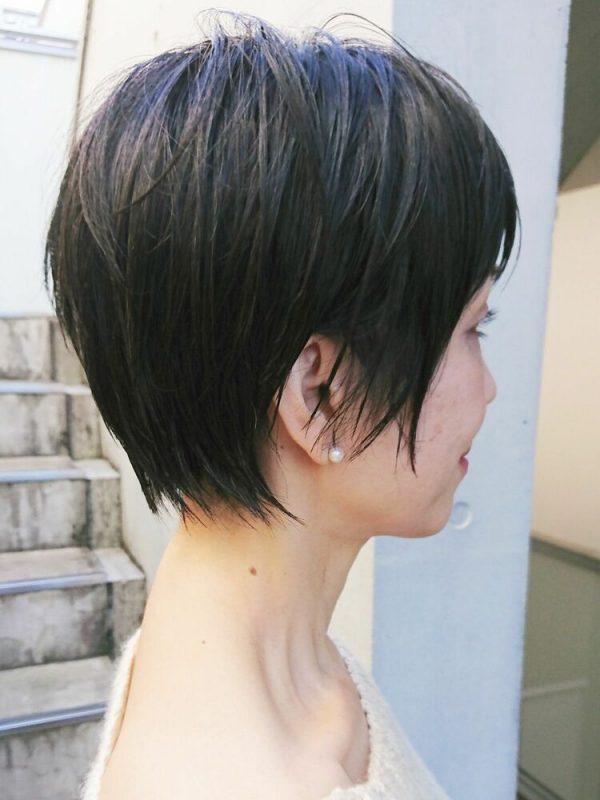 ハンサム顔な黒髪レイヤーショート