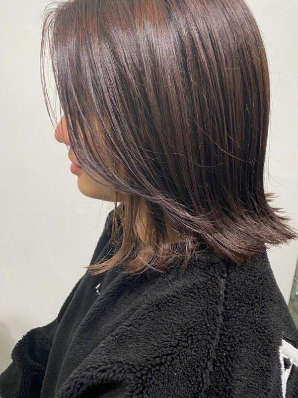 紫系パープルヘアカラーのミディアムボブヘア