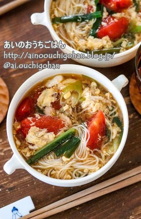 素麺、ネギ、にら、トマト、かきたまご、スープ。
