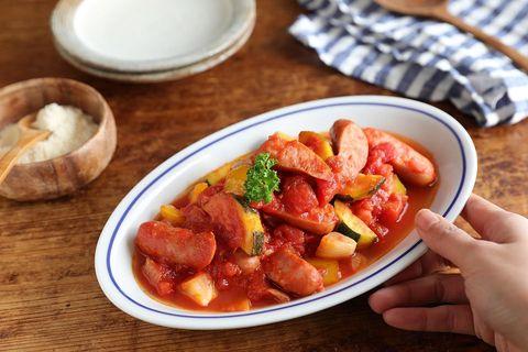 ラタトゥイユ、トマト、ウィンナー、ズッキーニ、パプリカ、玉ねぎ。