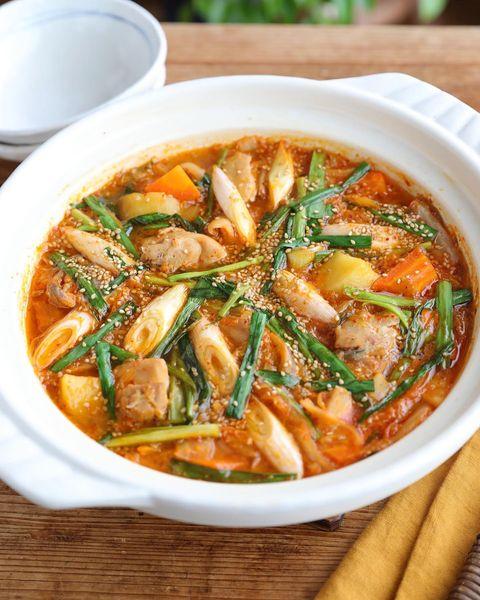 鶏肉とジャガイモの味噌チゲ鍋