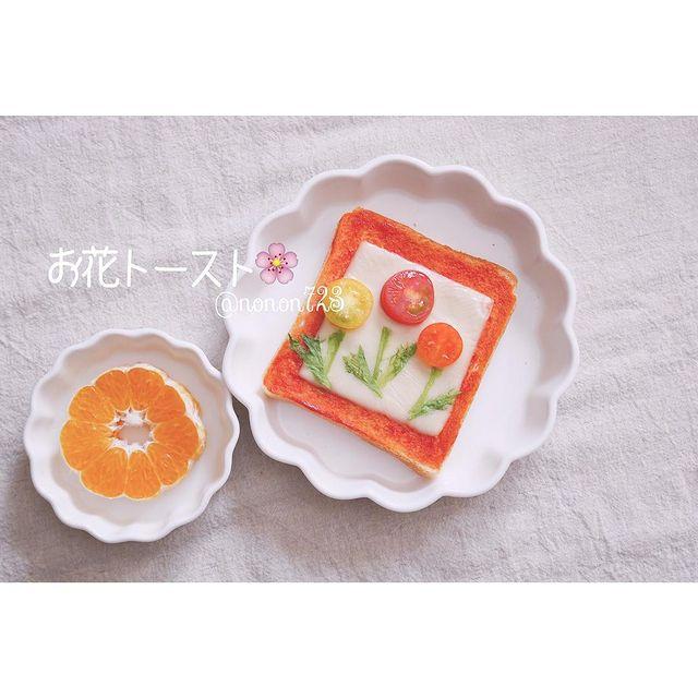 3色のミニトマトとフリルレタスでお花トースト