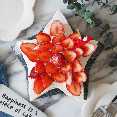 市販スポンジで簡単!星型いちごケーキレシピ