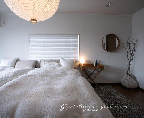 優しい光の韓国インテリアの寝室