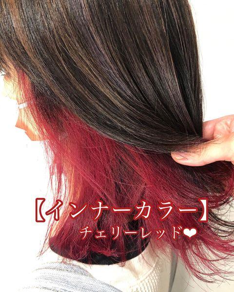 黒髪・暗髪が引き立つ赤インナーカラー