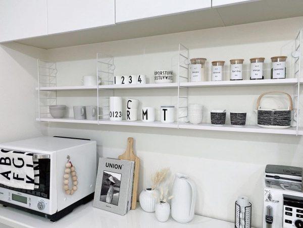 全て統一する白いキッチンのお部屋