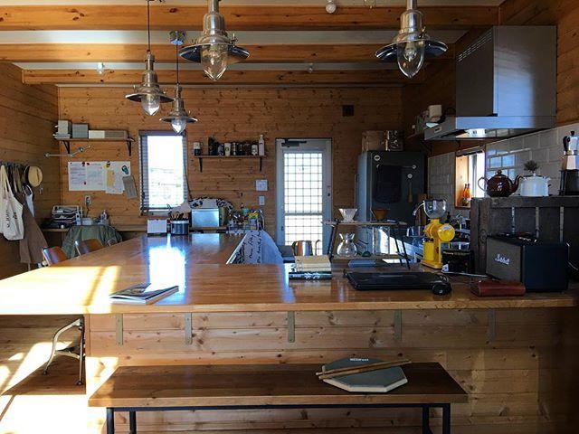 大きな対面キッチンで素敵な空間演出