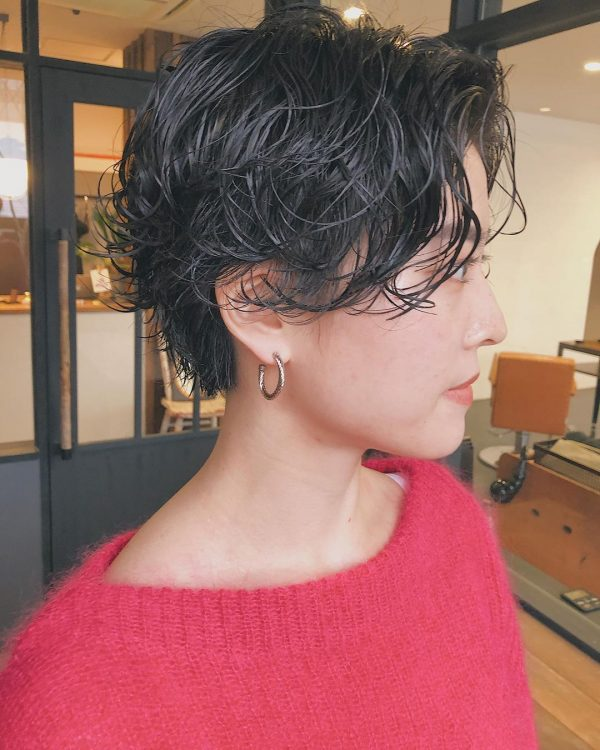 束感がカジュアルなショートヘアスタイル