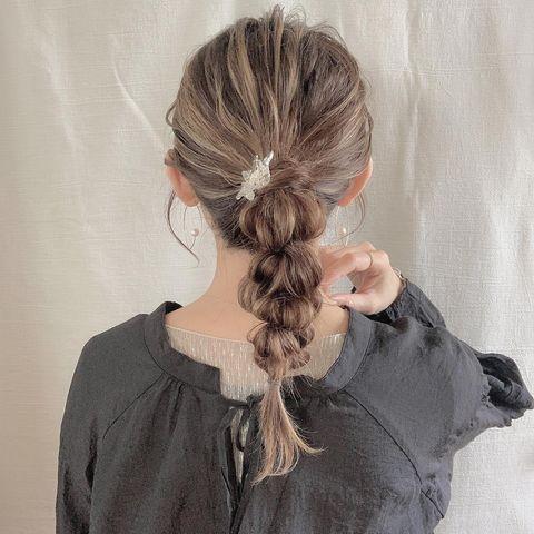 ふくらみがかわいい玉ねぎヘアのまとめ髪