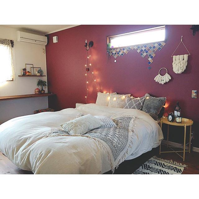 ワインレッド寝室