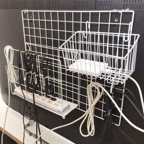 テレビ裏にワイヤーネットを設置した配線隠し