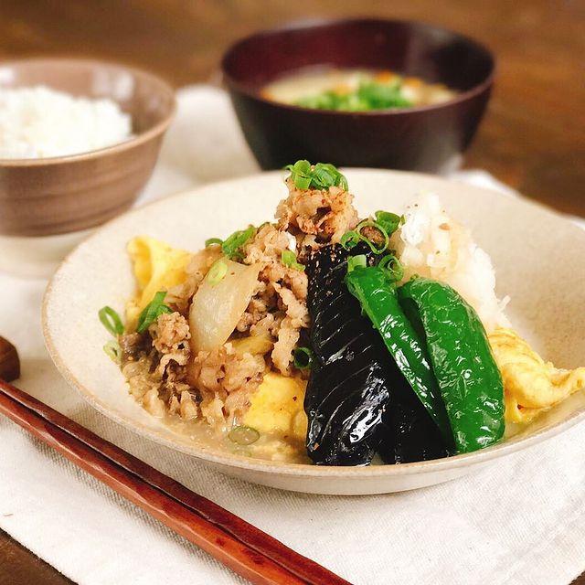 贅沢♡オムレツ&野菜のせアレンジ牛丼レシピ