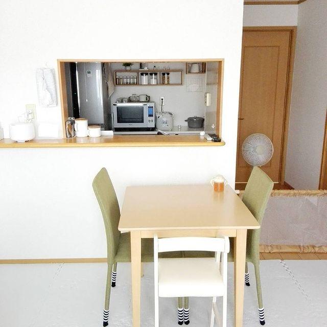 三人暮らしに最適な正方形ダイニングテーブル