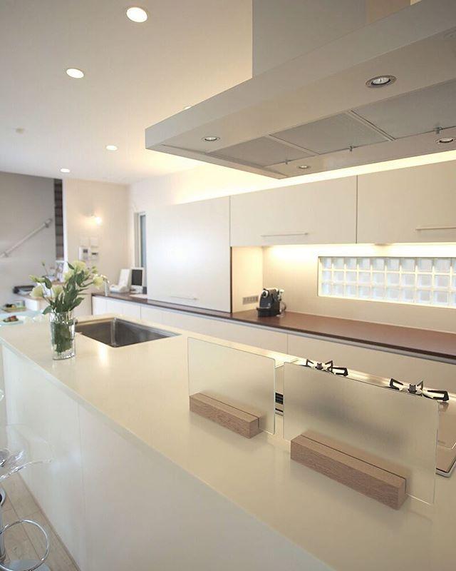 壁面までスタイリッシュなアイランドキッチン