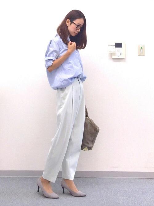 ユニクロ水色シャツ×パンツの春コーデ