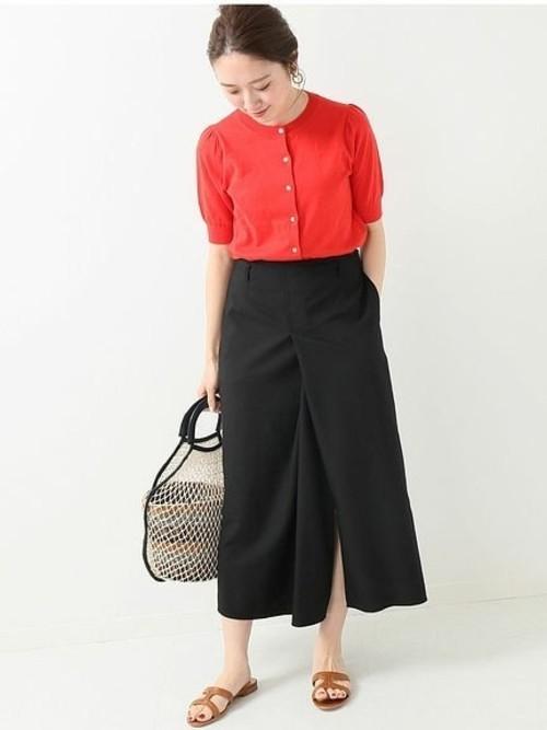 赤半袖カーディガン×黒スカートの夏コーデ