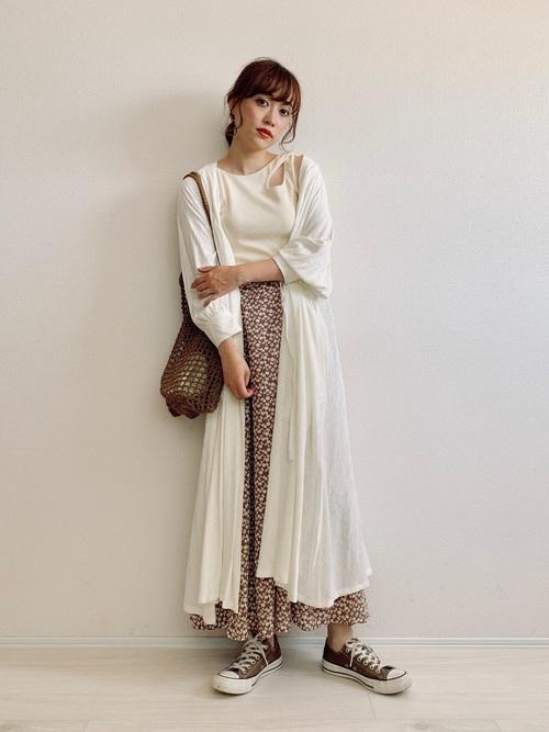 白カーディガン×スカートの夏コーデ3