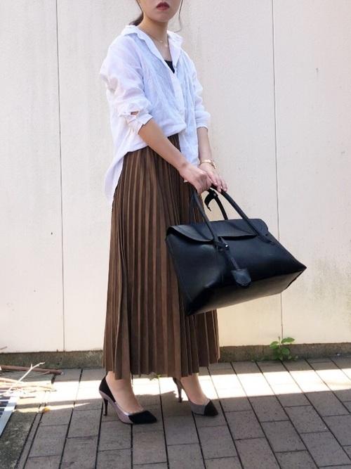 ユニクロシャツ×プリーツスカートの春コーデ