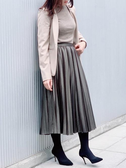 GUベージュジャケット×緑スカートの冬コーデ