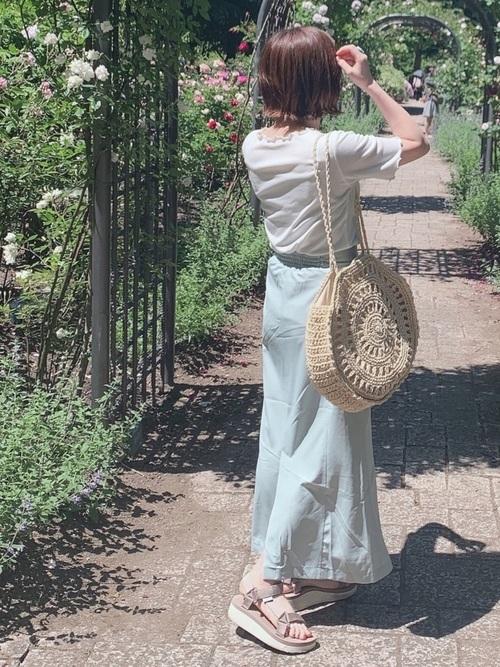 ベージュスポーツサンダル×スカートの夏コーデ