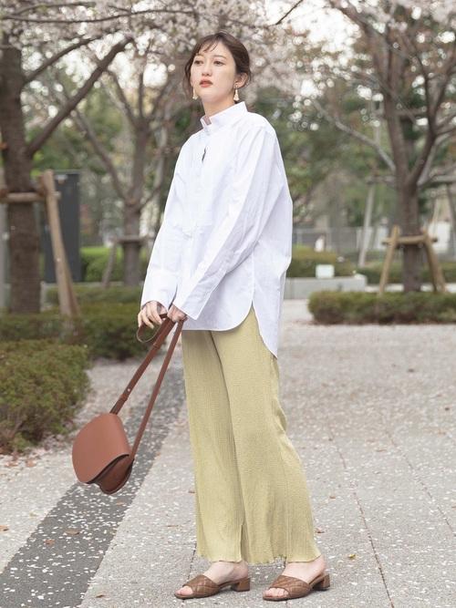 しまむらパンツ×白ロングシャツの春コーデ