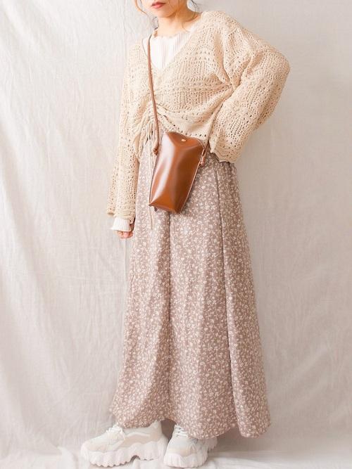 しまむらの透かし編みニット×花柄スカート