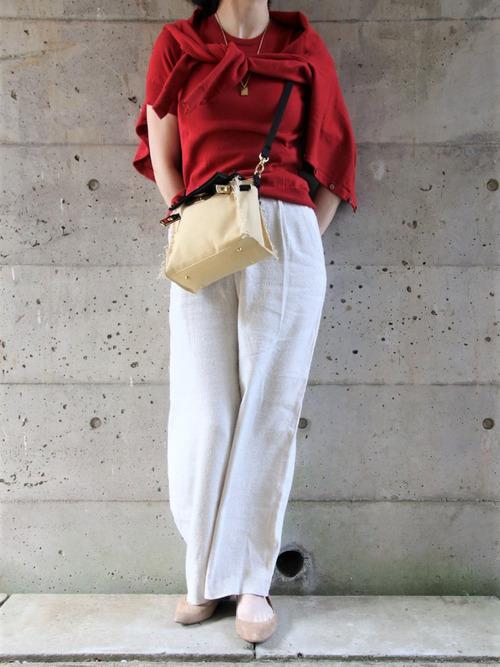 赤カーディガン×白パンツの人気夏コーデ