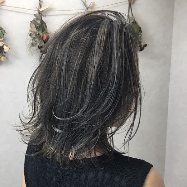 黒髪に合うアッシュ系ハイライト