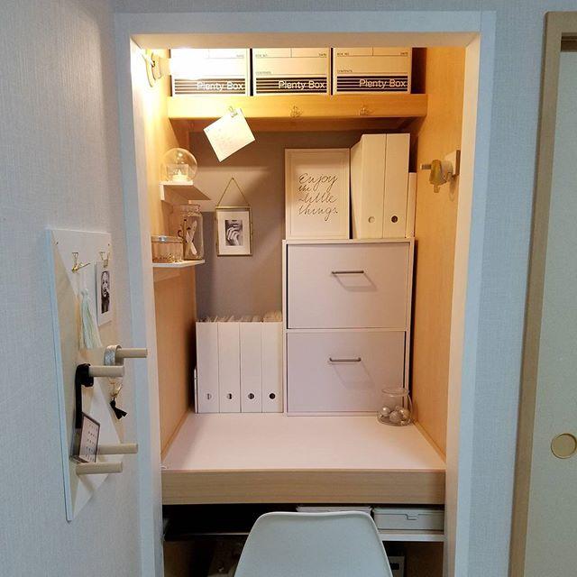 白いアイテムで飾った部屋実例