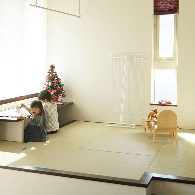 窓際にカウンターを設置した和室実例